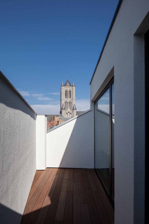 Abscis Architecten - Privéterras dakappartement met zicht op historisch Gent – fotografie Thomas De Bruyne