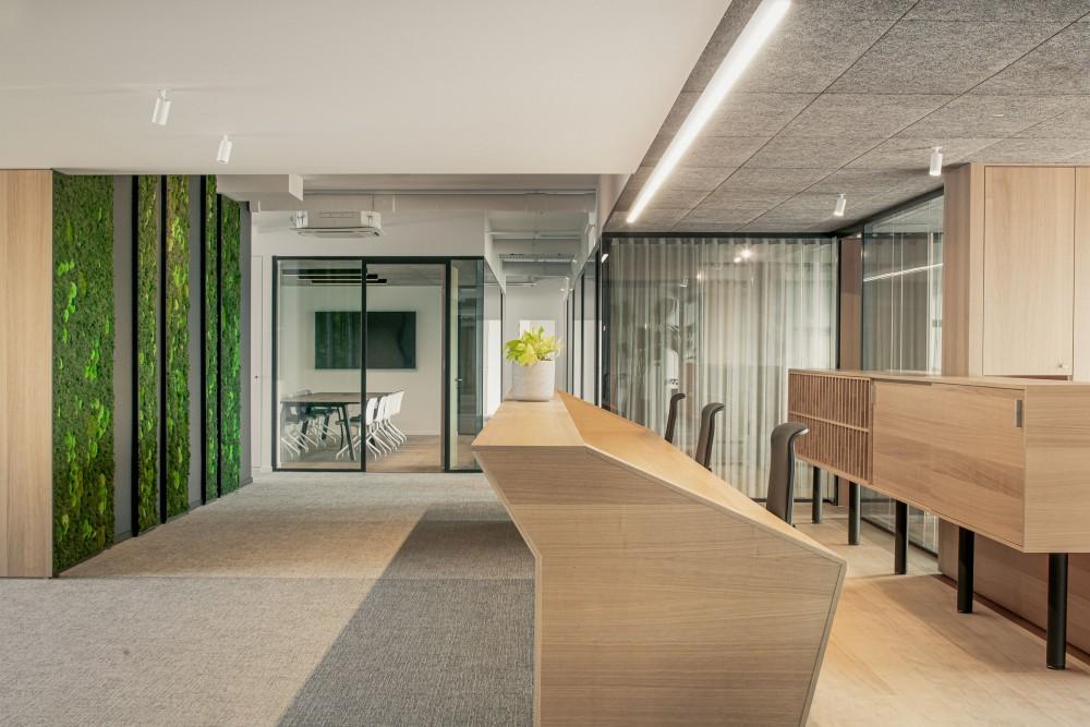 Abscis Architecten - inkom met baliemeubel - foto Jeroen Verrecht