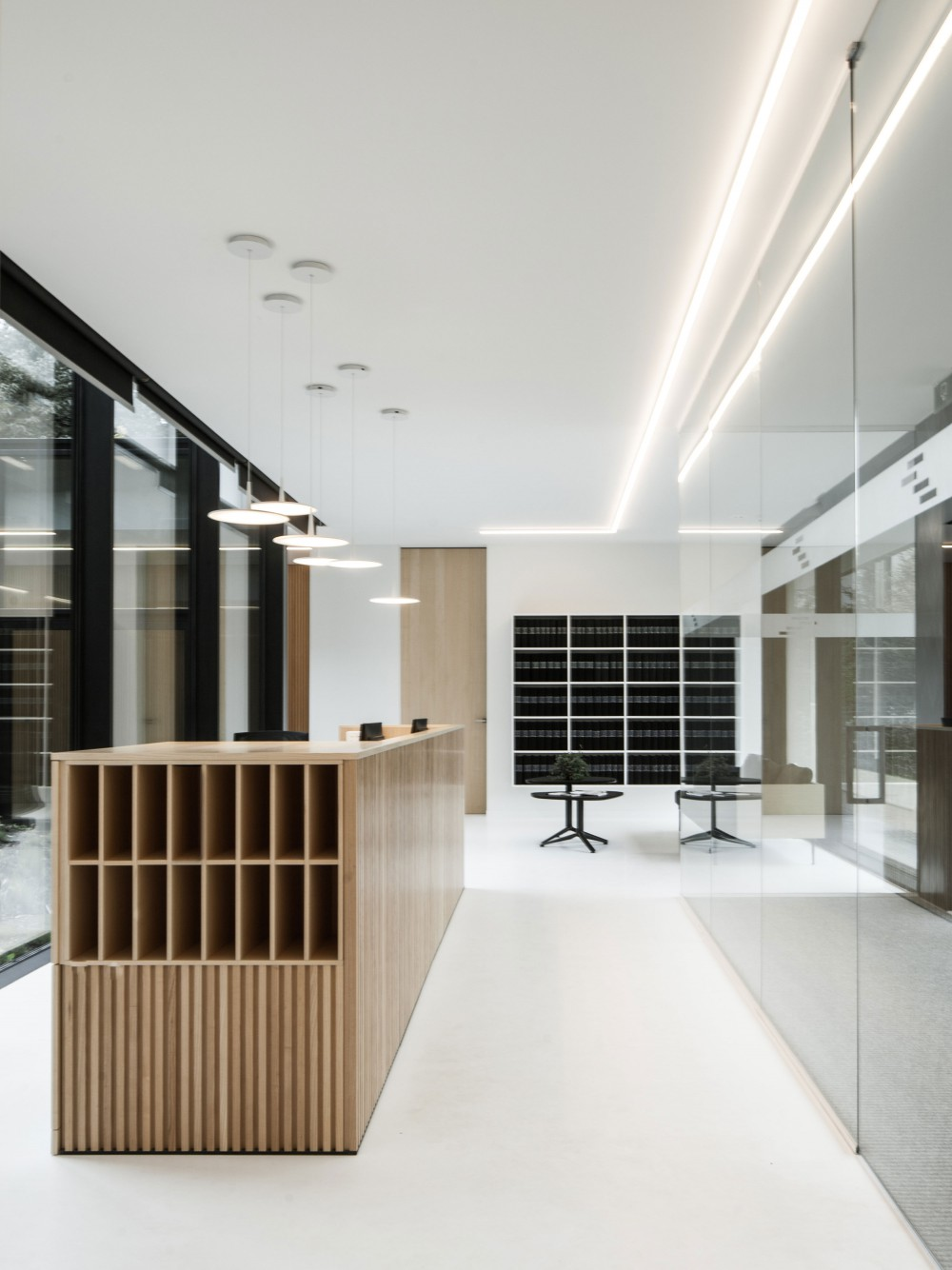 Abscis Architecten - reception area with desk - photo Jeroen Verrecht