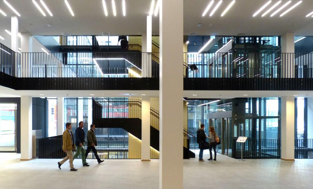 Abscis Architecten - foyer met trappenhal - fotografie Abscis Architecten