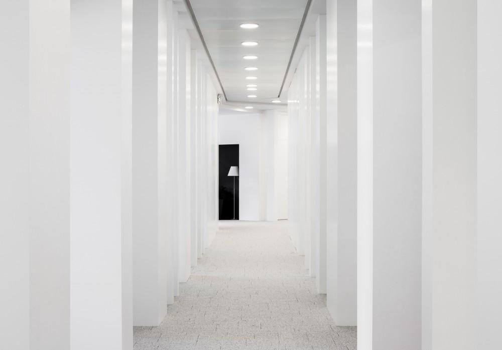 Abscis Architecten - circulatie aan bespreeksalons met zicht op inkomzone - fotografie Jeroen Verrecht