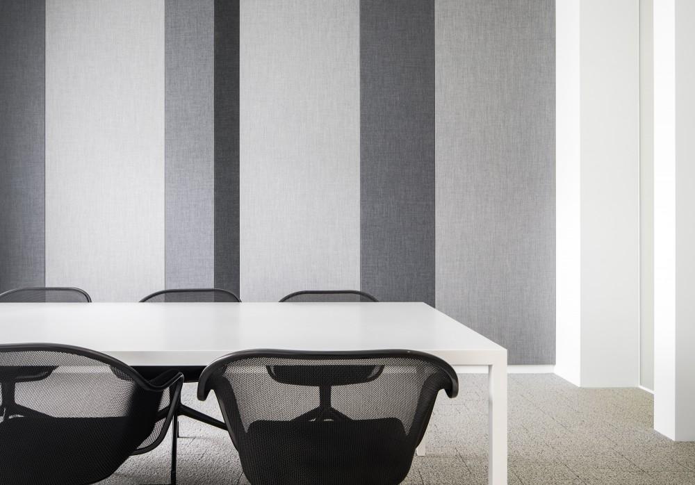 Abscis Architecten - vernieuwde bespreeksalons met akoestische wanden en eigentijdig los meubilair - fotografie Jeroen Verrecht