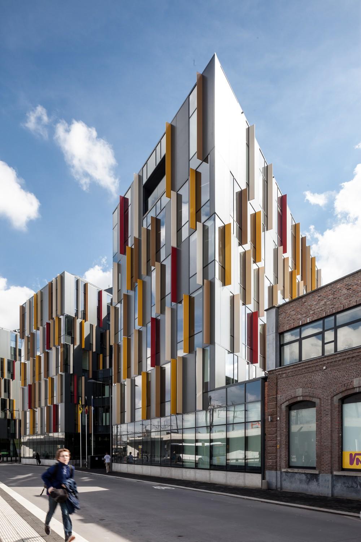 Abscis Architecten - Zicht Vlaams Administratief Centrum vanaf het busstation –  fotografie Thomas De Bruyne