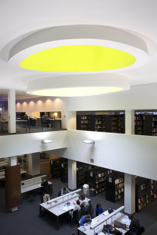 Abscis Architecten - Centrale vide met natuurlijke lichtinval – fotografie Elisabeth Broekaert