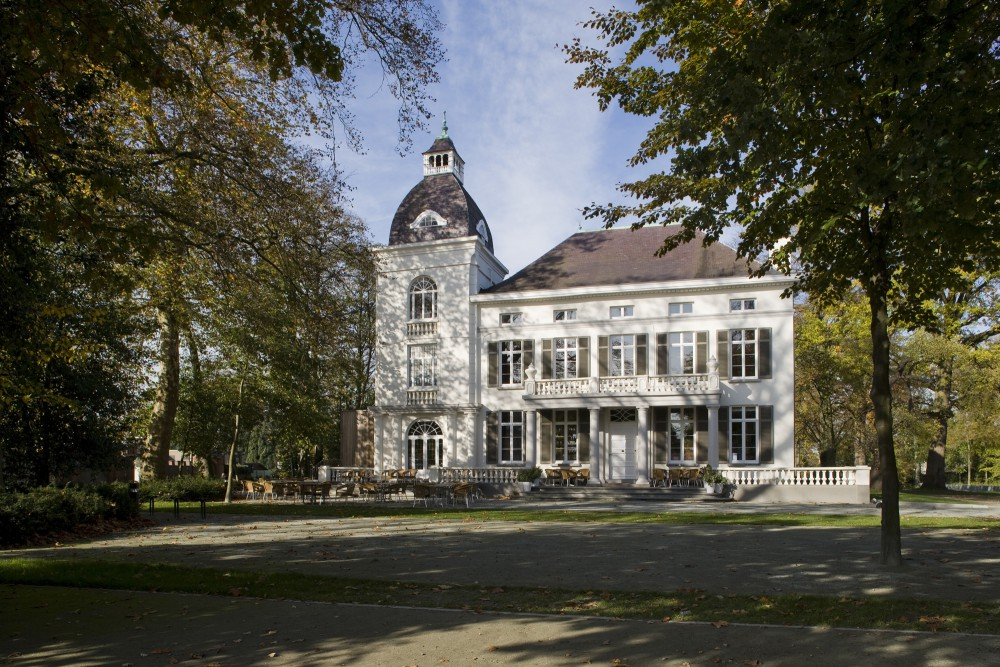 Abscis Architecten - Voorplein van het Kasteel Viteux –  fotografie Studio Claerhout