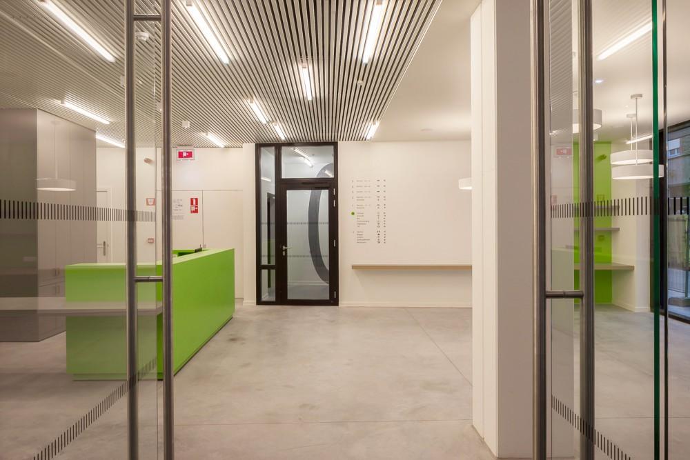 Abscis Architecten - Ontvangstruimte jeugdhotel met inkombalie – fotografie Abscis Architecten