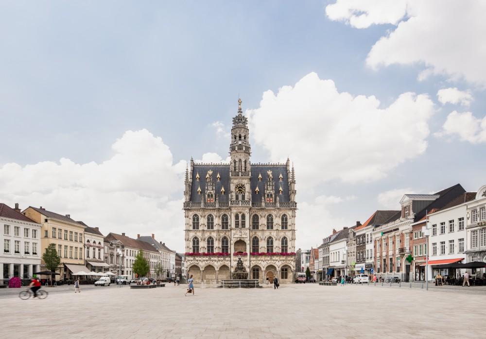 Abscis Architecten - marktplein en stadhuis - foto Jeroen Verrecht