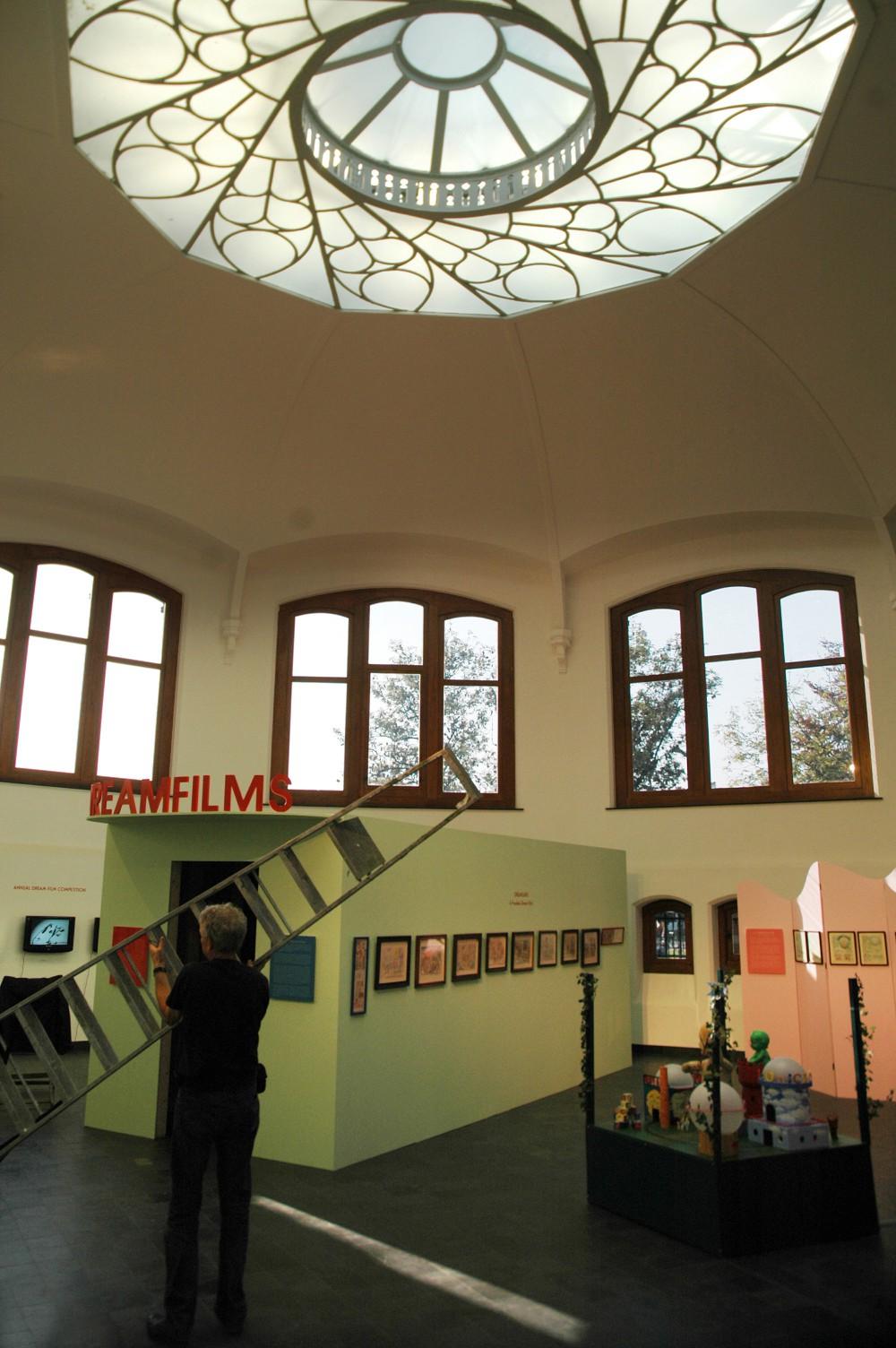 Abscis Architecten - Hemicycle omgebouwd tot tentoonstellingsruimte – fotografie Peter Lorré