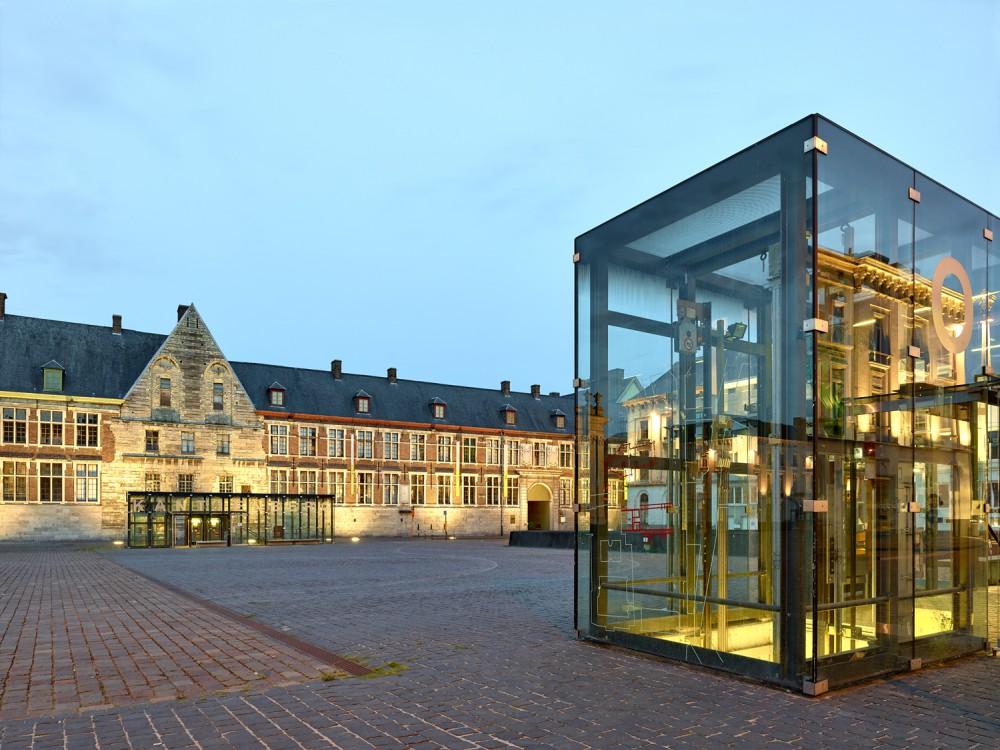 Abscis Architecten - De verlichting van de nieuwe parking en paviljoen past zich in in het lichtplan van stad Gent - fotografie Dennis De Smet