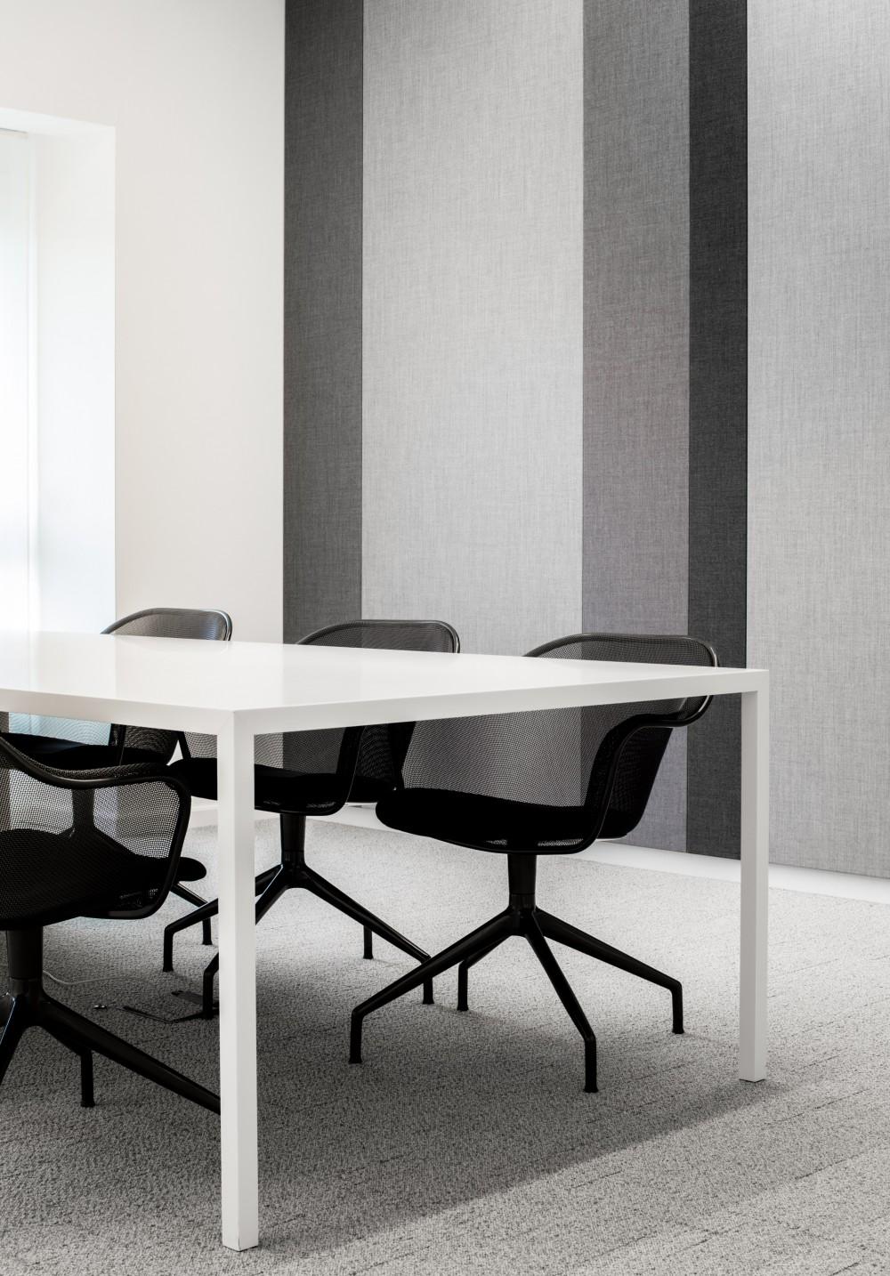 Abscis Architecten - akoestische textielwanden - tapijttegels en vernieuwd los meubilair - fotografie Jeroen Verrecht