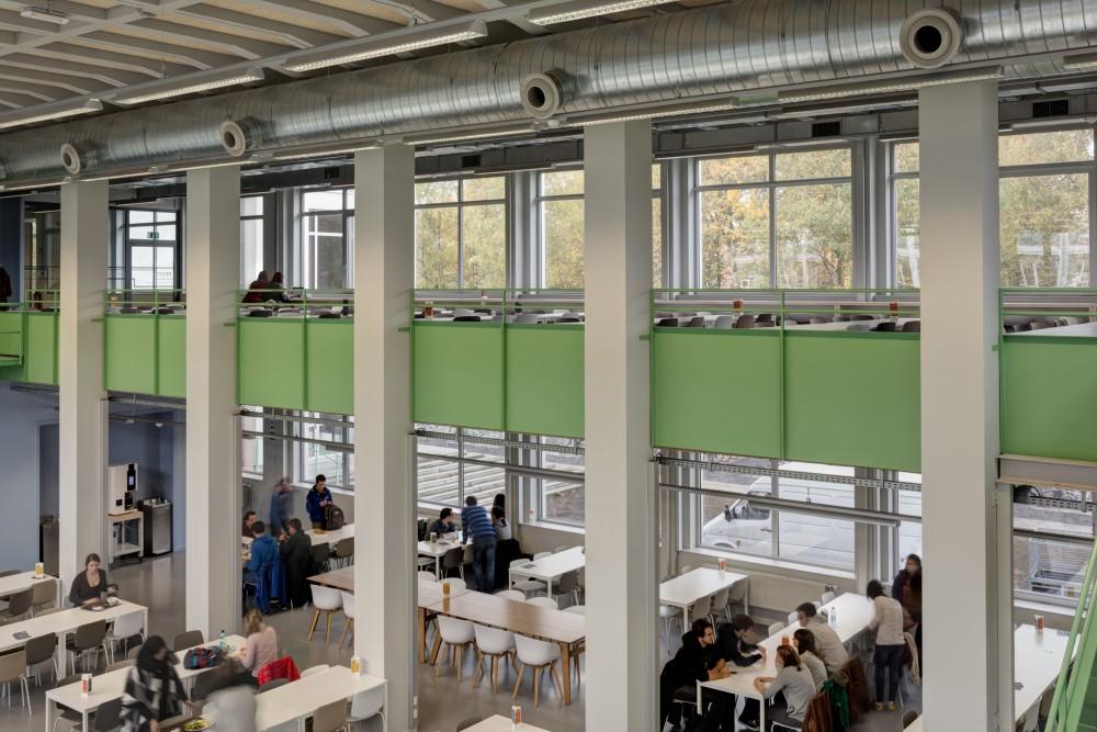 Abscis Architecten - Studentenresto met zicht op vide - fotografie Inge Claessens
