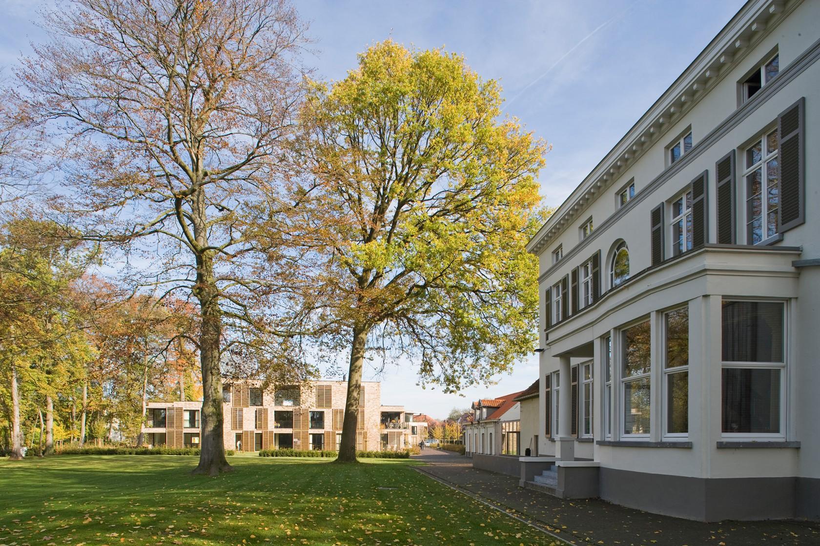 Abscis Architecten - Zicht op het het woonproject 'De Woongaard' vanaf het Kasteelpark – fotografie Studio Claerhout