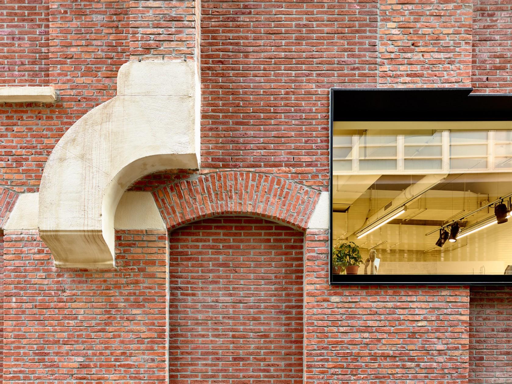 Abscis Architecten - Geveldetail Schuurkenstraat - detail gelaagd gevelconcept - fotografie Dennis De Smet
