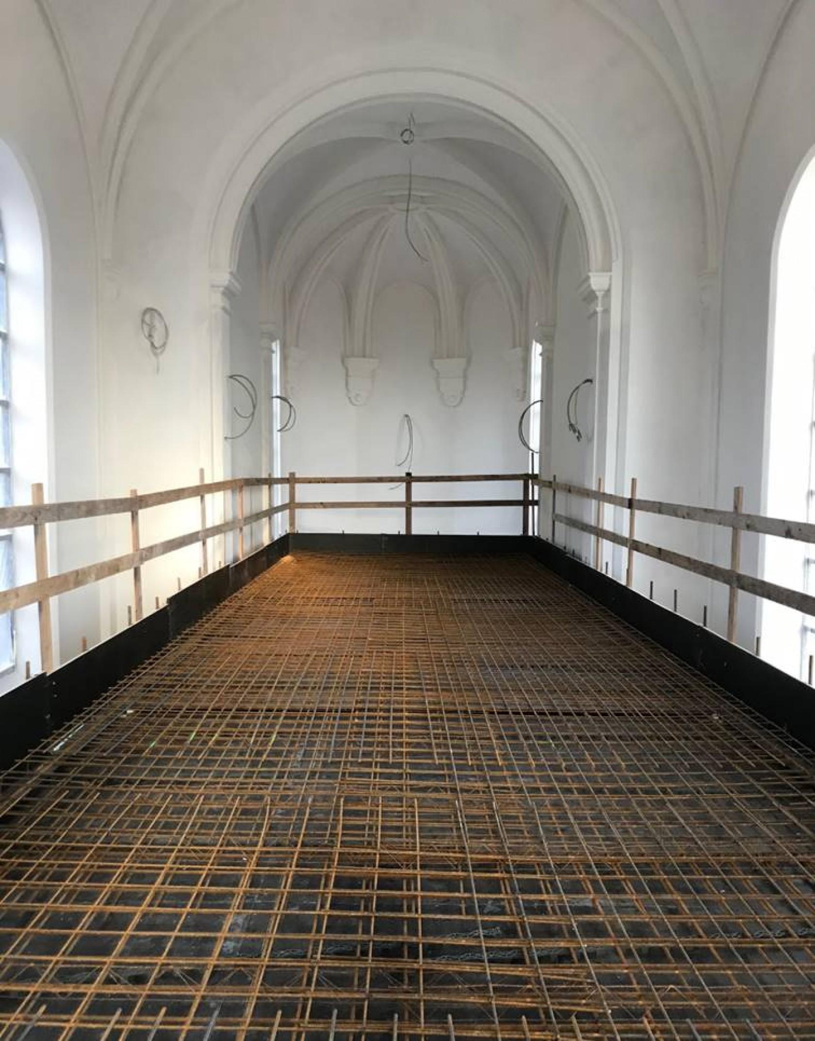 Abscis Architecten - vloer mezzanine bibliotheek in voormalige kapel