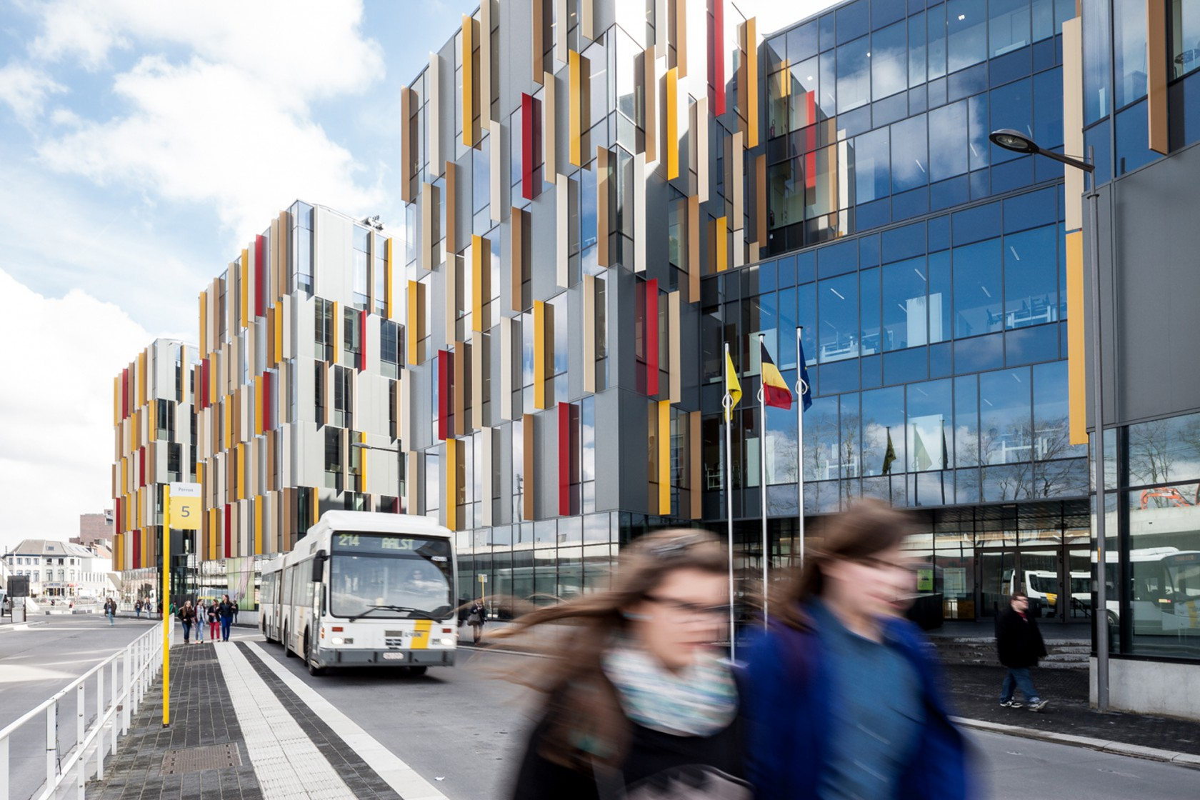 Abscis Architecten - View of the federal services main entrance - photography Thomas De Bruyne