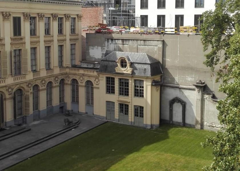 Abscis Architecten - binnentuin Hotel D'Hane-Steenhuyse met zicht op B&B hotel